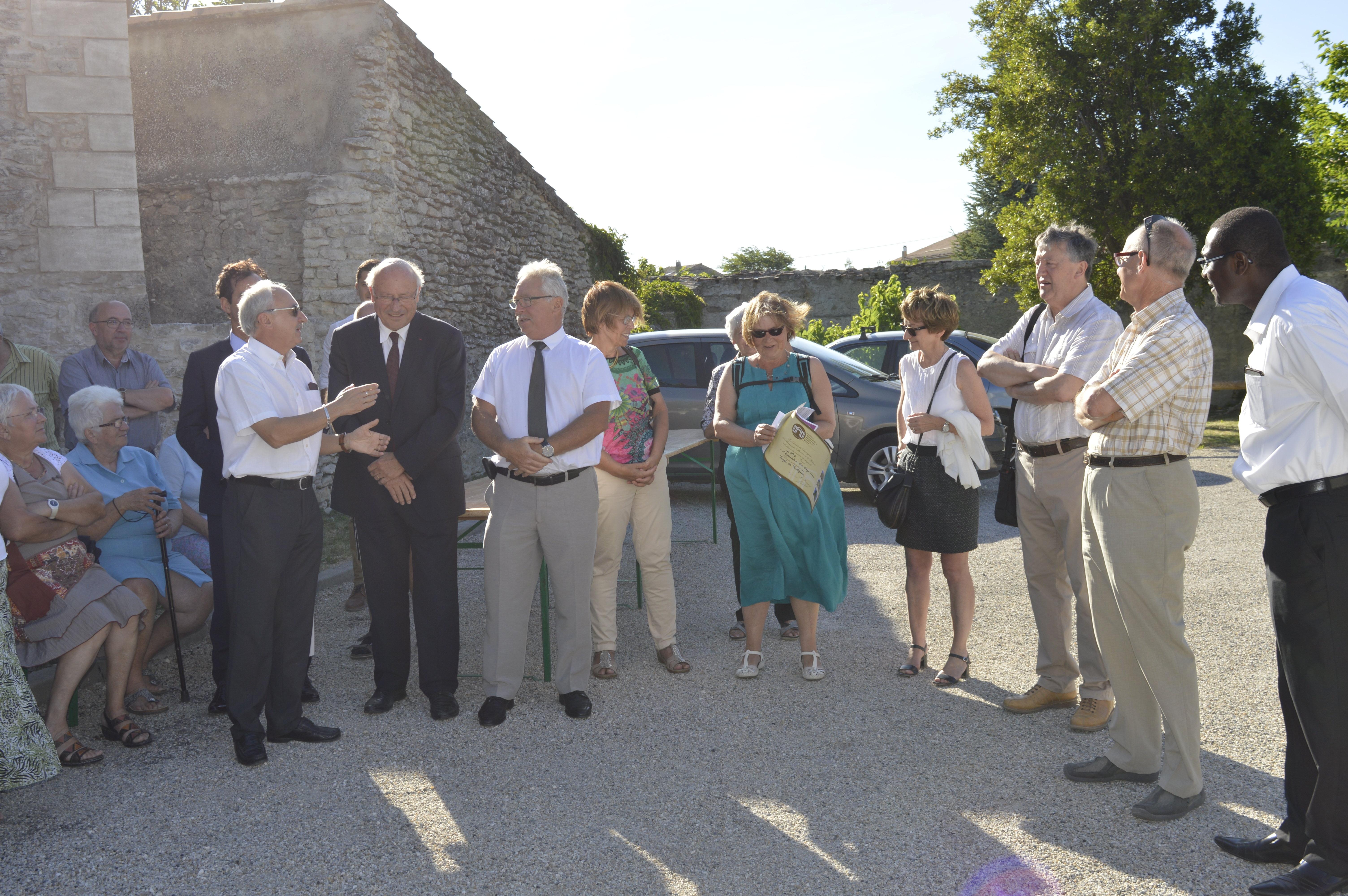 Remise du chèque par la Société de Sauvegarde des Monuments Anciens de la Drôme