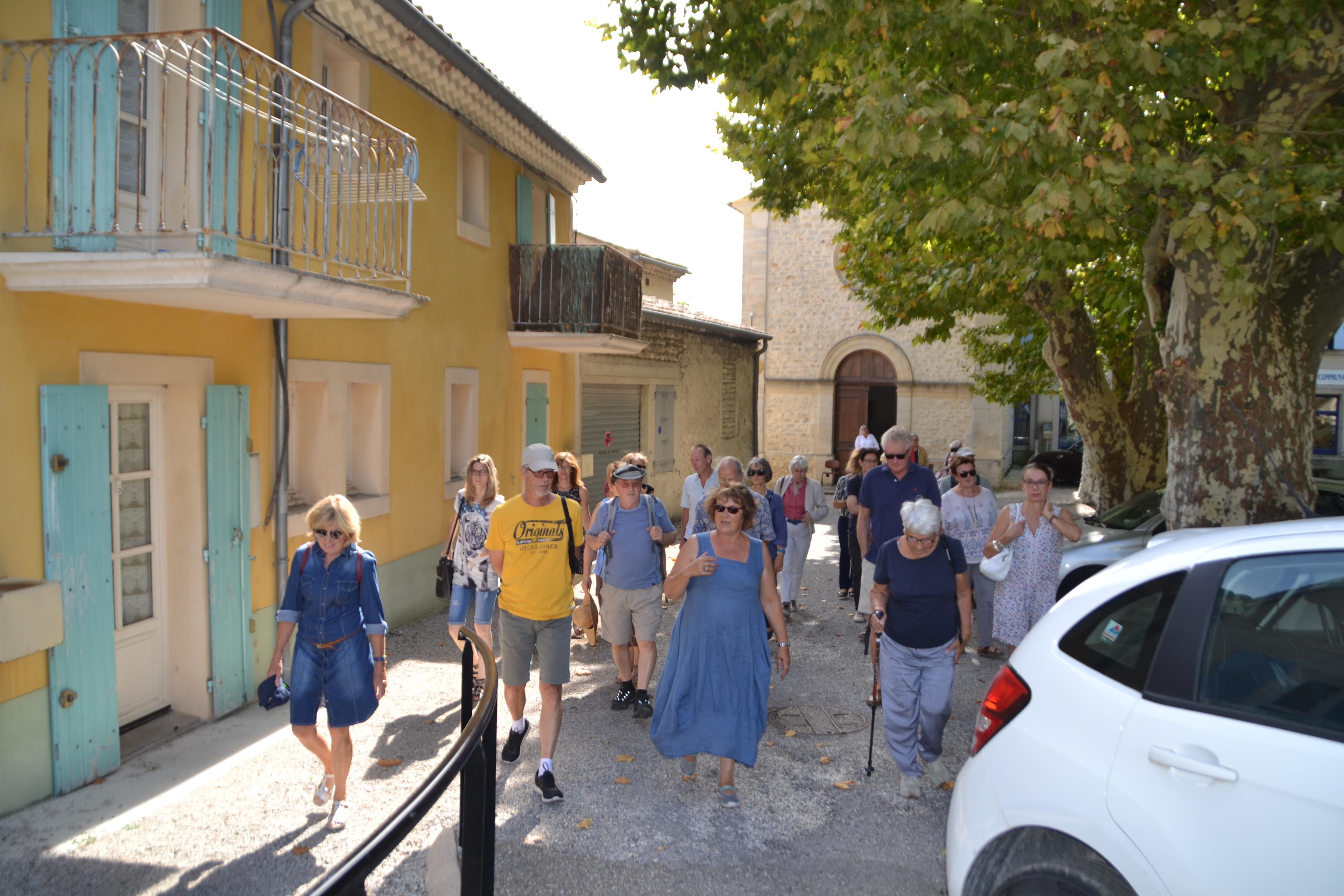 Départ de la visite du village